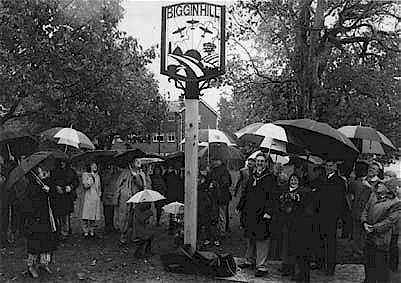 mayor_unveiling_sign.jpg (22325 bytes)
